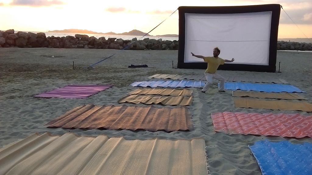Séance de ciné sur la plage