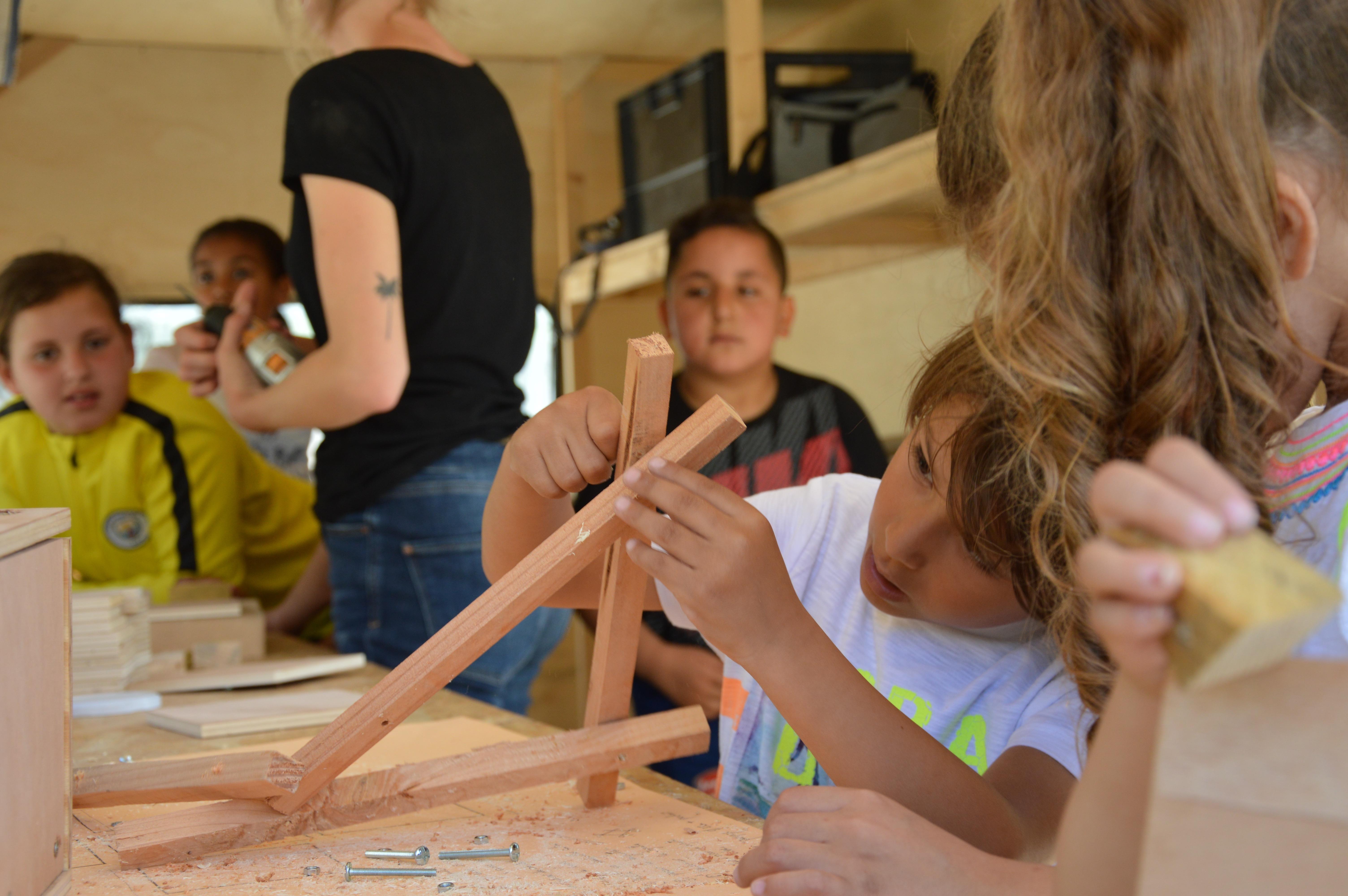 Construction de cabanes à oiseaux à Campagne Lévêque